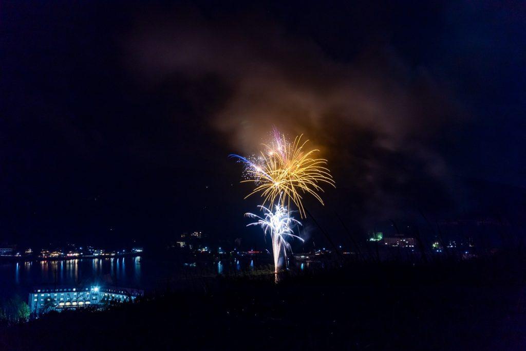 白樺高原の夏を彩る2つの花火大会