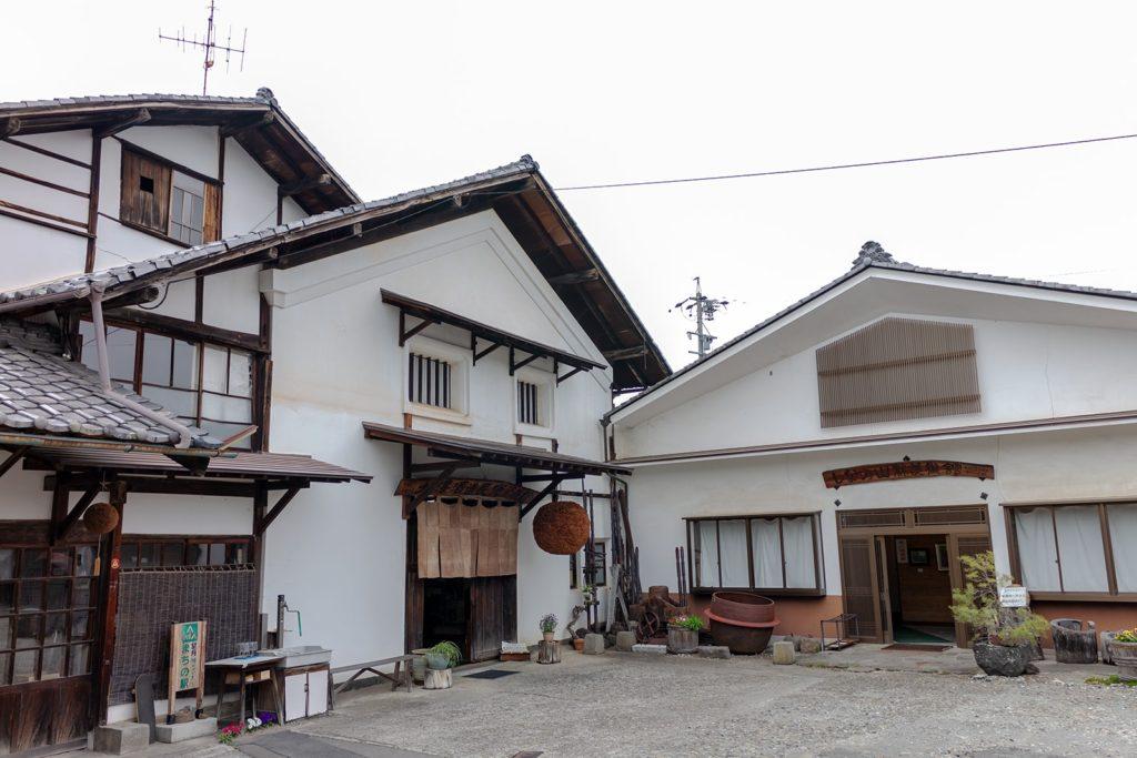 1689年(元禄2年)創業の歴史ある大澤酒造。近年は「明鏡止水」が人気!