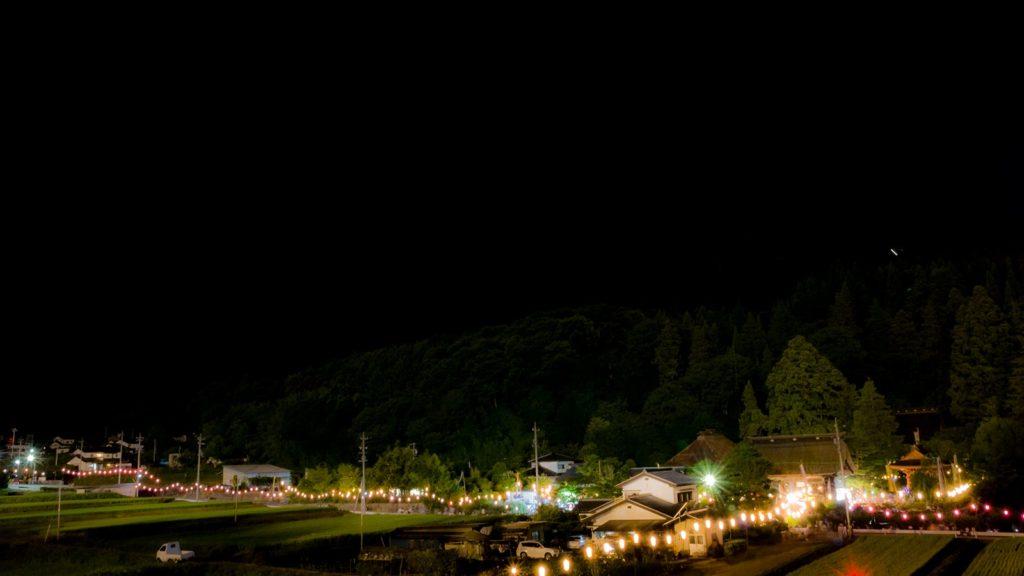 信州長野の夏の夜を彩る津金寺の夜観音