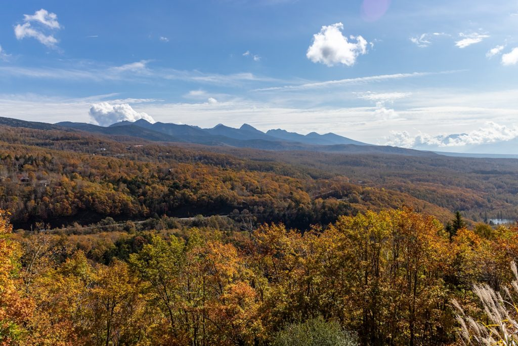 八ヶ岳のふもとに拡がる蓼科高原の紅葉