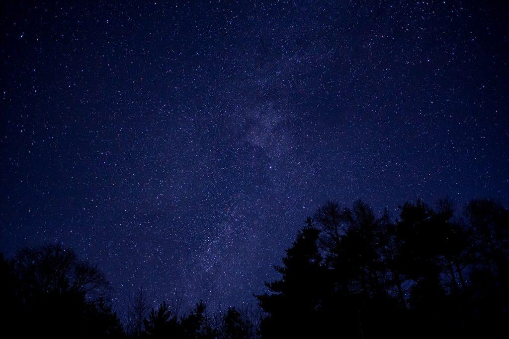 高原から里へ近づいた三望台でも明かりは少なくきれいな星空が望める