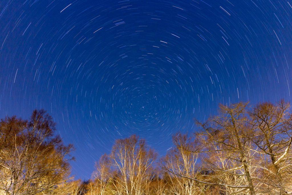 女神湖畔の星空風景