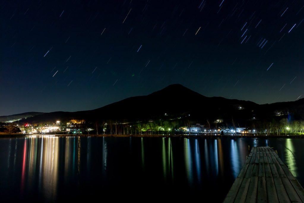 白樺湖畔からは美しい蓼科山と共に星空が楽しめる