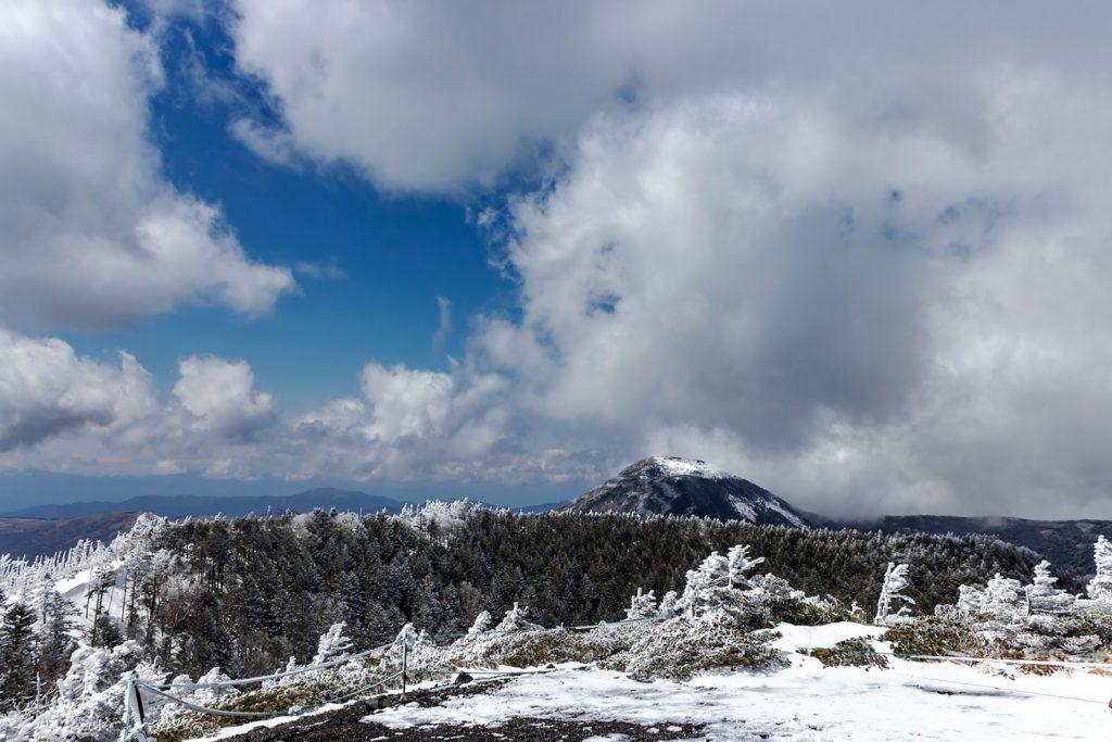 北横岳山頂から北側を見れば蓼科山も!
