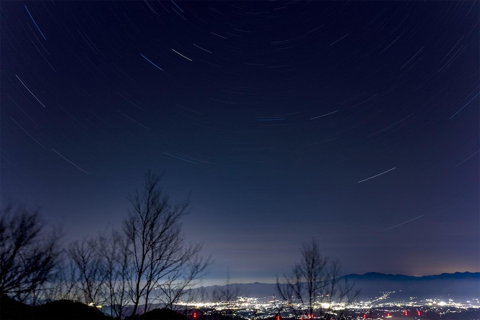 浅間山と佐久平の夜景と満天の星空を楽しめる夜の大河原峠