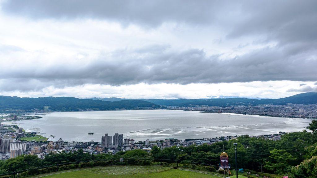 諏訪湖を一望できる立石公園