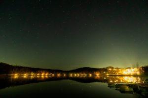 2020年11月16日、女神湖畔からの星空。穏やかな湖面に満天の星空がリフレクション