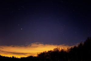 2020年11月27日、蓼科第二牧場からの星空。西の空に見える木星と土星。