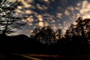 2020年11月1日、御泉水自然園からの星空。木星と土星などが見える
