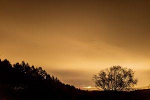 2020年11月2日、三望台からの夜空。雲に隠され星は見えない。