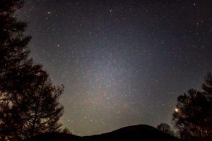 2020年11月3日、夕陽の丘公園からの星空。アンドロメダ銀河と火星などが見える東の空。