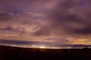 2020年11月7日、蓼科第二牧場からの夜空。雨のため星は見えないが夜景は美しい。
