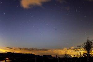 2020年11月10日、夕陽の丘公園からの星空。西に開けた夕陽の丘公園からは多くの星が観測できる。