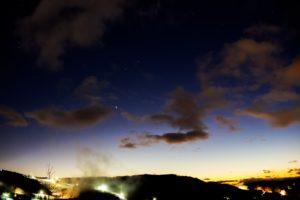 2020年12月20日、夕陽の丘公園からの星空。日に日に近づく木星と土星。