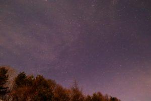 2020年12月24日、三望台からの星空。薄い雲越しに見えるカシオペア座やケフェウス座。