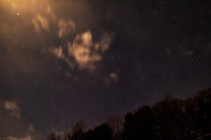 2020年12月25日、三望台からの星空。明るい月に負けずに輝くペガスス座などの星々。